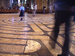 300px-Labyrinth_at_Chartres_Cathedral.jpg